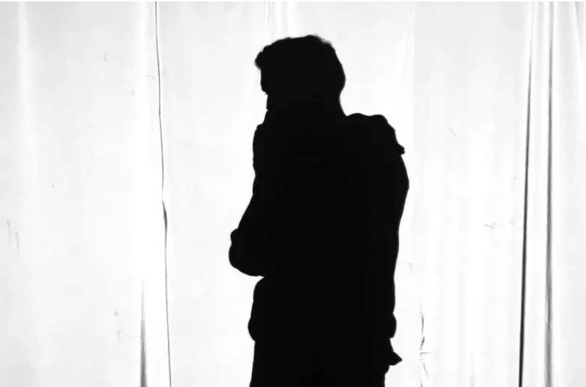 Ηθοποιός – πρώην πανελίστας παρών στο βιασμό νεαρού στο σπίτι γνωστού σκηνοθέτη! (ΦΩΤΟ)