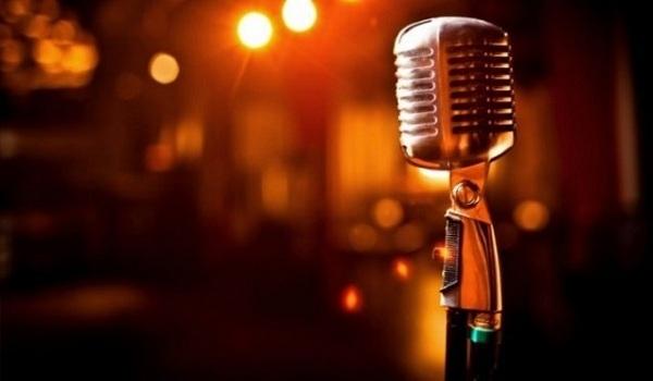 Γνωστός λαϊκός τραγουδιστής συνελήφθη σε παράνομη χαρτοπαικτική λέσχη