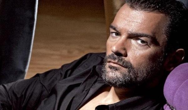 Κωνσταντίνος Καζάκος: Στο μυαλό του κόσμου το θέατρο έχει γίνει ένα μεγάλο μπουρδ@#λο