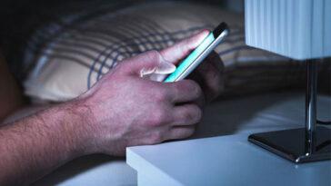 Προσοχή! Αν φορτίζεις το κινητό δίπλα σου όταν κοιμάσαι πρέπει να σταματήσεις αμέσως